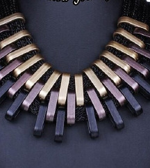 Trobojna ogrlica nova