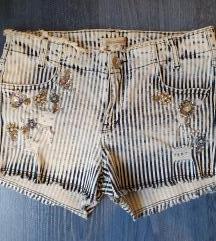 DiShe prugaste kratke hlače