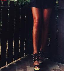 Crne cipele na visoku petu
