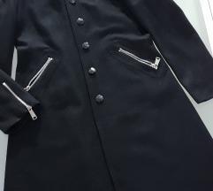 Dugi vuneni crni kaput s cifovima
