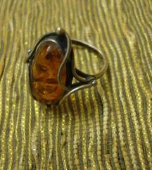 Srebrni prsten s jantarom 1