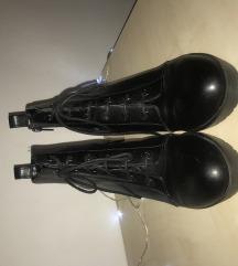 Crne čizme na platformu