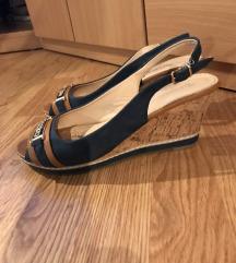 Sandale na punu petu, Mass