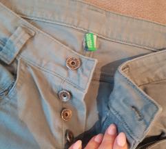 Poklanjam Benetton hlačice nove