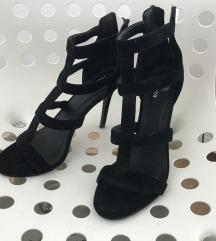 Crne sandale na petu