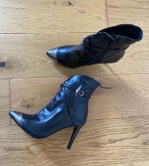 Crne čizme visoka peta