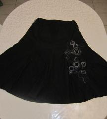 Crna svilenkasta suknja, A kroja