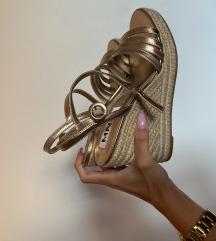Nove zlatne Mango sandale