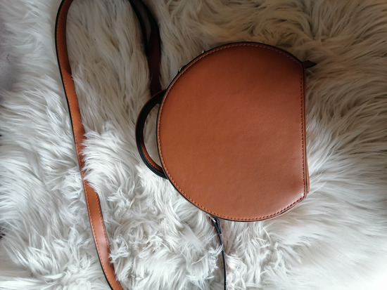 Smeda okrugla torbica
