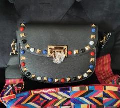 Novo torbica sa upecatljivim remenom