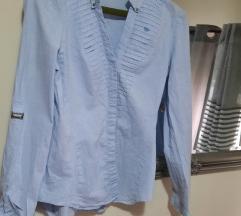 Zara svijetlo plava košulja%