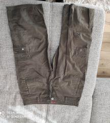 Muške hlače ispod koljena