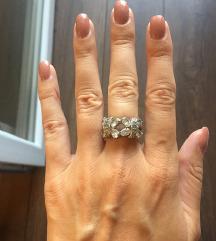Raskošan srebrni prsten sa cirkonima