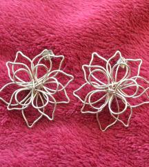 Cvijetne naušnice