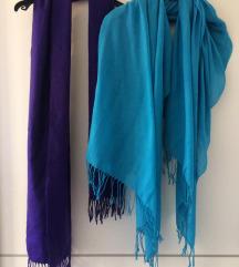 plava marama i ljubičasti šal