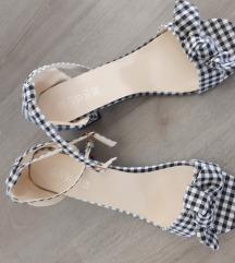 Nove sandale br. 39