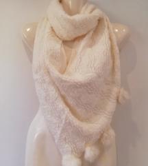 Bijeli mekani šal sa zečjim krznom