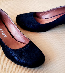 Weide ženske crne cipele s uzorkom