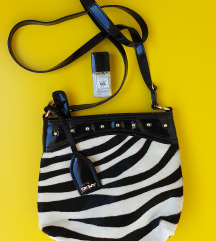 DKNY torbica za sebra uzorkom