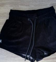 Pliš kratke crne hlače