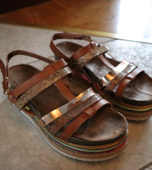 Sandale platforme