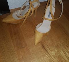 Žute cipele, samo prošetane