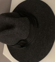 Zara šešir od vune