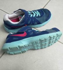 Nike tenisice za tjelesni  33 - realno 32   100 kn