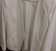Bijeli strukirani sako
