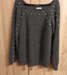 Sivi džemper s biserima