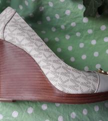 Michael Kors kremaste peeptoe cipele