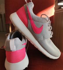 Nike Roche, 40