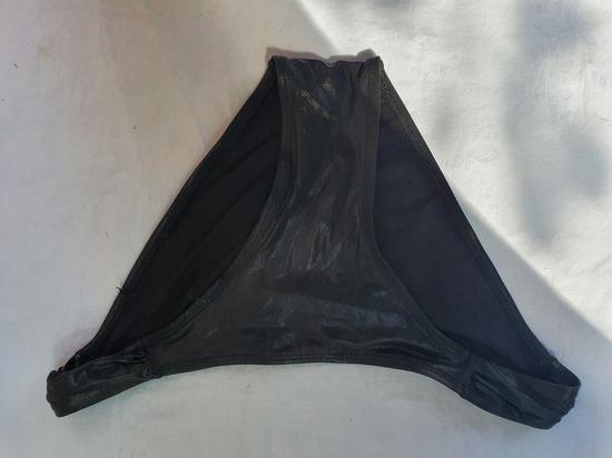 Crni donji dio kupaćeg badića