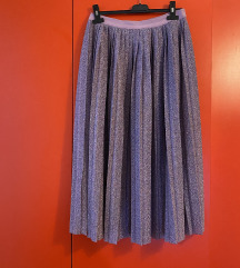 Plisirana sjajna suknja