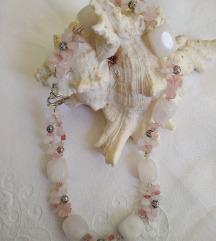 Ogrlica od rozenkvarca sa lijepom kopčom