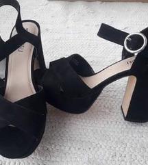 Nenošene crne sandale s debelom petom 38