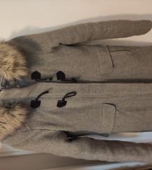 Reserved sivi kaputić s krznom XS