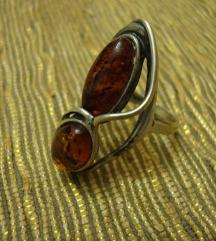 Srebrni prsten s jantarom 2
