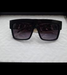 2 kom crnih suncanih naočala oboje 20kn + pt