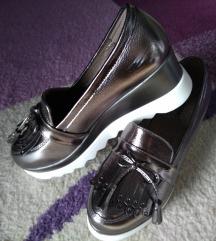 Lakirane cipele s resicama (vel.39)