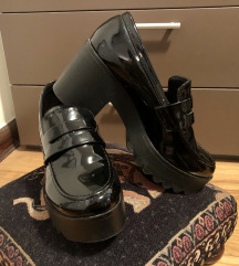 Crne lakirane cipele na punu petu, 39.vel