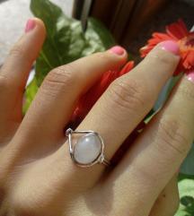 Srebrni prsten, moonstone