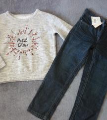 komplet majica i traperice s etiketom