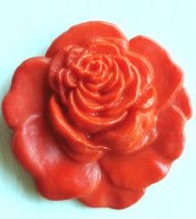 Crvena ruža broš