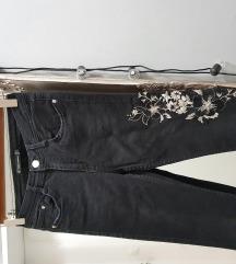 Zara traperice sa izvezenim motivom