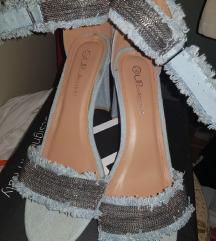 jeans sandale na petu sa sljokicastim detaljima