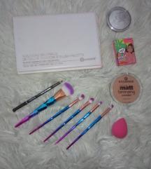 Lot dekorativne kozmetike (uključena poštarina)