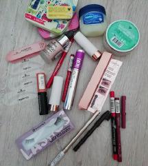 Make up lot (uključena poštarina)
