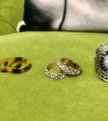 Predivnih ukupno  21 prstena