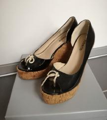 Lakirane sandale 41